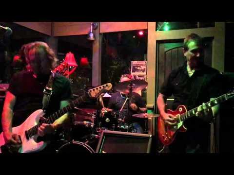 "Iron Maiden guitarist Adrian Smith jamming some HENDRIX  ""Little Wing"""