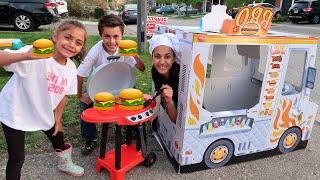 في مقهى  مقاطع  للأطفال الأطفال يتظاهرون بالطبخ باستخدام لعبة الشواء Heidi و Zidan  العاب طبخ