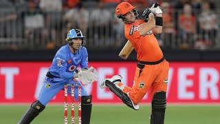 Livingstone launches seven sixes against Strikers