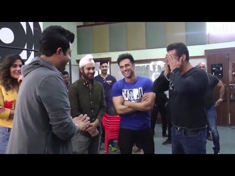 Salman Khan's Funny Interaction With Fukrey Returns Team On Bigg Boss 11 Set