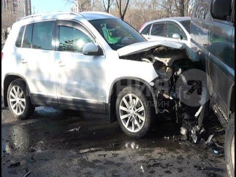 Водитель «Крауна» попал в серьезное ДТП по дороге из шиномонтажа в Хабаровске. Mestoprotv