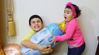 Celina and Hasouna Found new Baby - سيلينا وحسونة مع الطفل