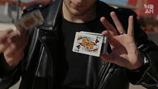WOAH Magic Of Y: lewitująca karta!