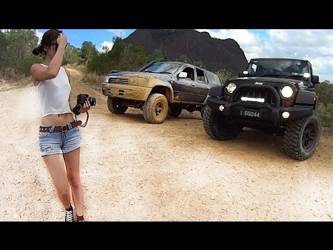 Toyota Hilux and Jeep Wrangler JK offroading / 4×4