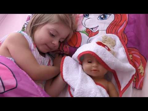 Children playing Dolls Video for Girls Kids Video für Mädchen spielen mit Baby Born Puppe