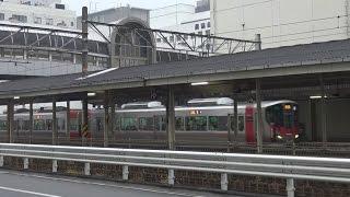 レクレ前から見た呉駅に到着する呉線の新型車両227系