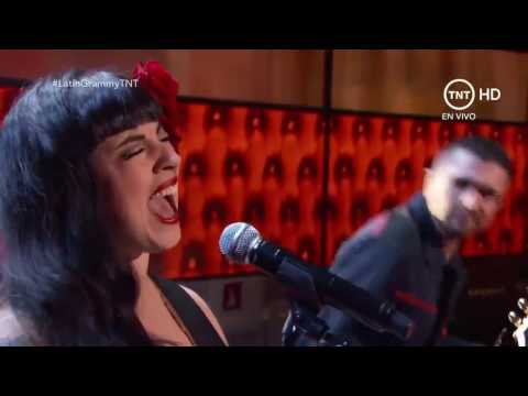 Mon Laferte Si Tu me Quisieras ft Juanes Grammy Latino 2016