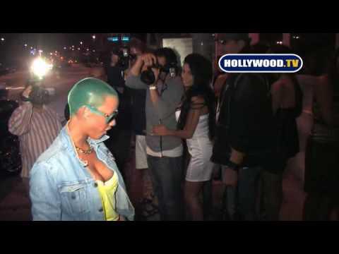 Seventeen-year-old LINDSAY LOHAN barhops with friends in Hollywoodиз YouTube · Длительность: 1 мин32 с