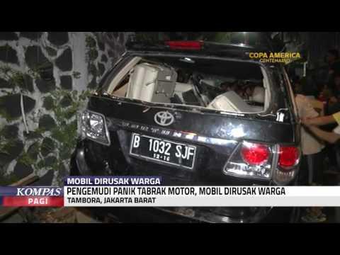 Mobil Penabrak Motor Dirusak Warga