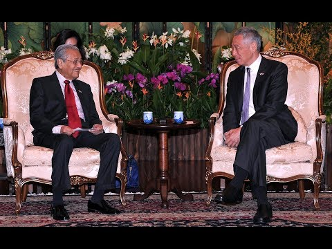 """Malaysia and Singapore are """"like twins"""" says Dr M"""