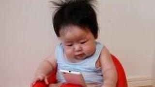 ベビーカーの赤ちゃんにスマホを触らせる母親の葛藤【衝撃】 電車内でベ...