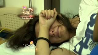 Singer Akriti Kakkar Injures Herself During Jhalak Dikhhla Jaa Performance