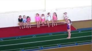 Аня, спортивная гимнастика, опорный прыжок (25.05.2011)