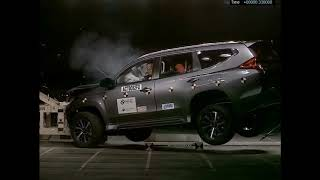 Download Video Uji Tabrak Pajero Sport VS Fortuner 2017(CRASH TEST) MP3 3GP MP4
