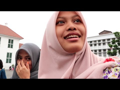 Jakarta Indonesia - Taking Selfies With Locals 10.7.17 VLOG