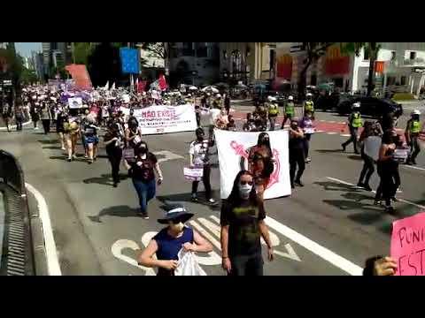 Mulheres ocupam a Avenida Paulista para pedir justiça por Mari Ferrer