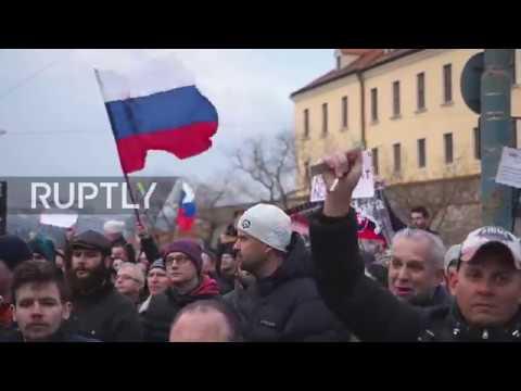 Slovakia: Thousands demand fresh elections after journalist death