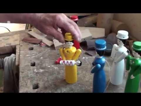 Takhle se ručně vyrábějí dřevěné hračky. Už třicet let