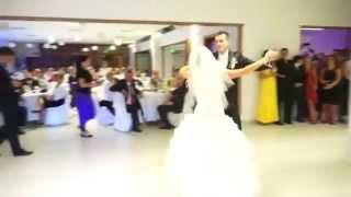 Жених с невестой зажигают в танце!