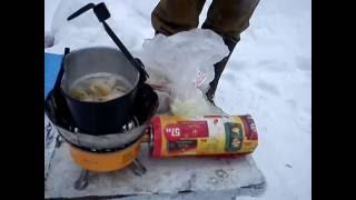 готовим в лесу, жареное сало с луком и яйцом.