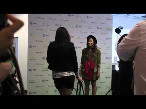 Demi Lovato Meet & Greet - AT&T store August 25th 2011
