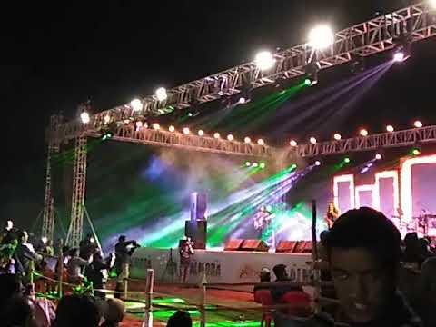 Monali Thakur Sings Cham Cham Live Performance.
