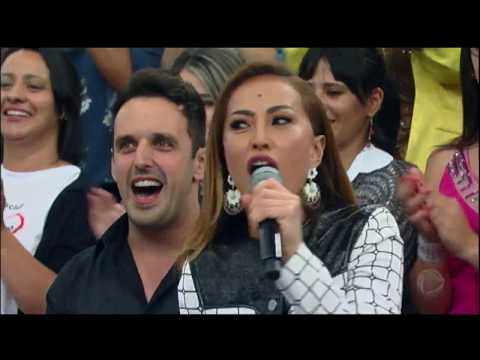 """Chitãozinho & Xororó agitam a plateia com versão especial de """"Evidências"""""""