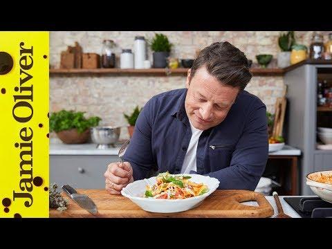 3 Minute Tomato Pasta Sauce | Jamie Oliver & Davina McCall