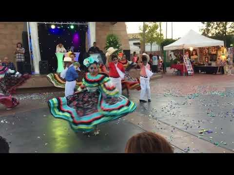 Plaza Mariachi Dia De Los Muertos