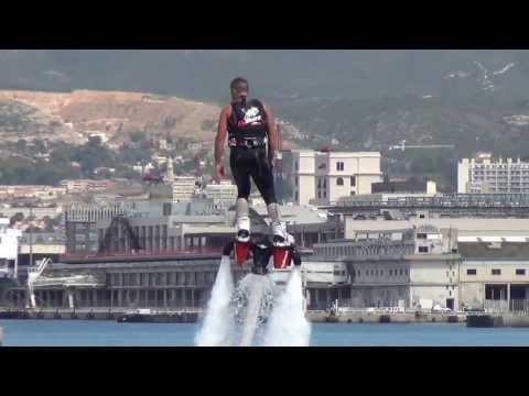 Flyboard dans le port de Marseille