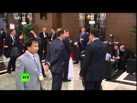 Barack Obama & Vladimir Putin with Secret Service at G20, 2015