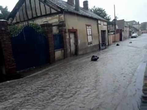 Inondation centre ville nogent le roi youtube for Piscine nogent