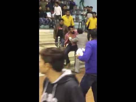 Live fighting among bodybuilders, bouncers and organizers at SMS Stadium at Jaipur.