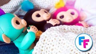 Fingerlings: обезьянка Зоя заболела!   Fingerlings Family