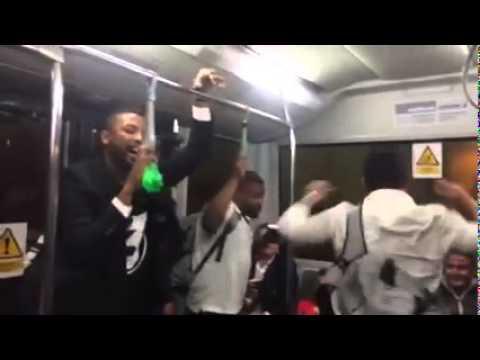 Déchainés dans la navette pour leur avion, les joueurs du RCT chantent du John Legend