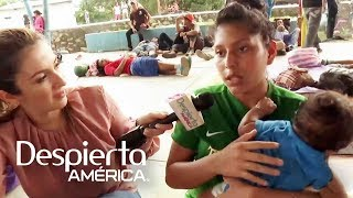 Joven hondureña celebra sus XV años en la caravana migrante y con su bebé