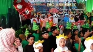 Video Big Assembly Al syukro Universal Islamic School download MP3, 3GP, MP4, WEBM, AVI, FLV Desember 2017