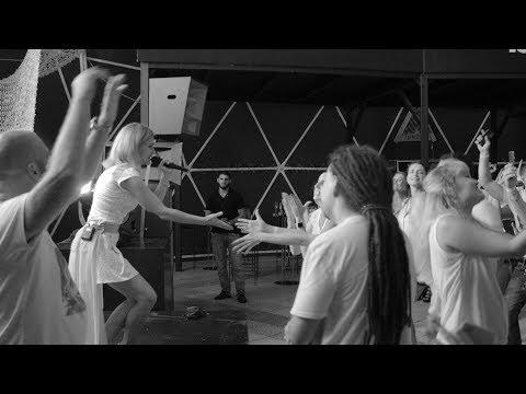 Смотреть клип Катя Чехова - В Клубе Погасли Огни