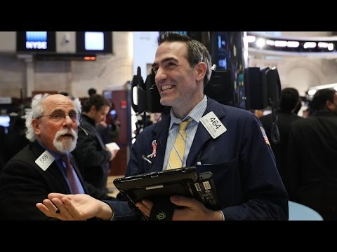 S&P 500 hits new record, and other MoneyWatch headlines