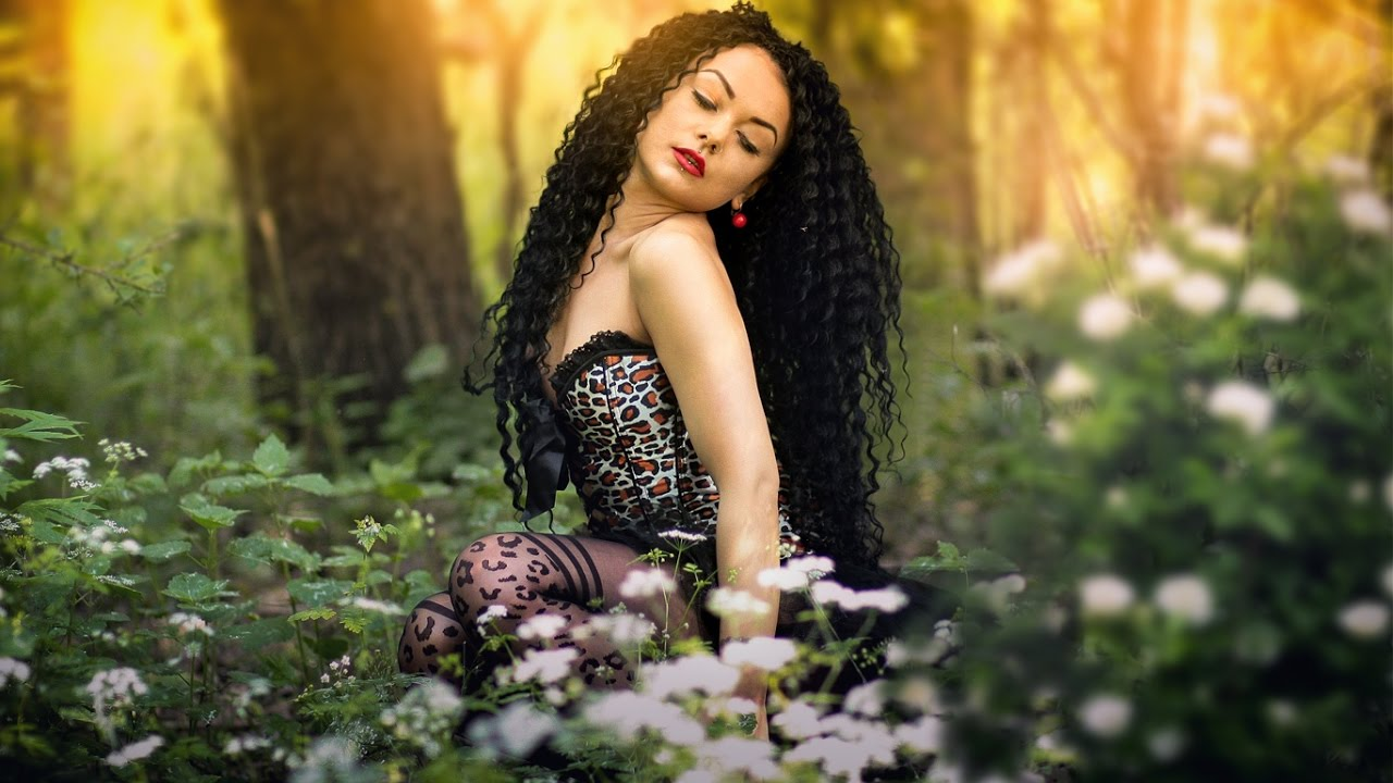 Девушка в лесу фото 458-888