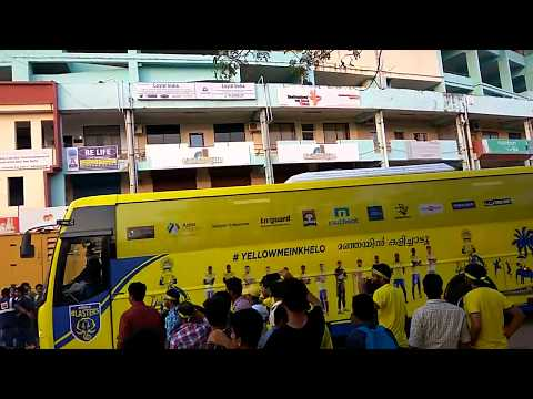 blasters-players-entry-in-kochi-in-front-of-huge-crowd