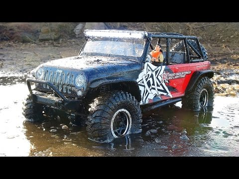 RC ADVENTURES - JEEP iCE DRiFTiNG - Axial SCX10 4x4 goes for a Swim