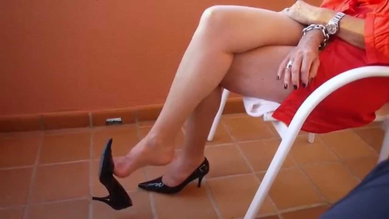 Pantyhose with dangling shoe