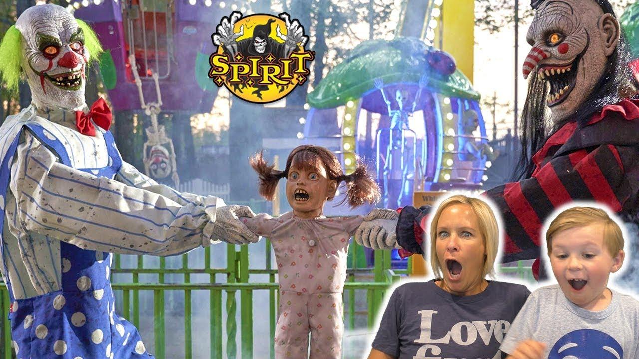 Spirit Halloween Animatronics Jagger\u0027s Reaction to the New Halloween Props