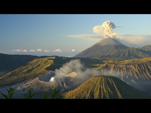 50,000 EVACUATED Volcano ERUPTION DANGER in Bali Jw tv