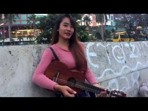 Nembak Yanti Jadi pacar   Yanti Musisi Jalanan Yang Bikin Greget Penonton Karna Kecantikannya