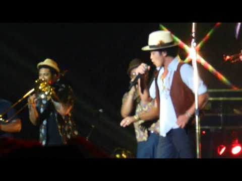 Bruno Mars Treasure Copenhagen 131031