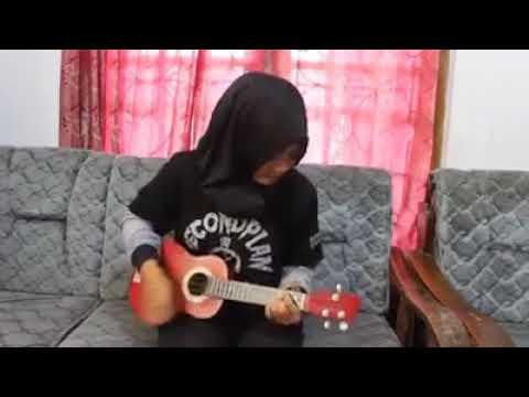 Cewe Jago main ukulele - Cinta Tak Terbatas Waktu