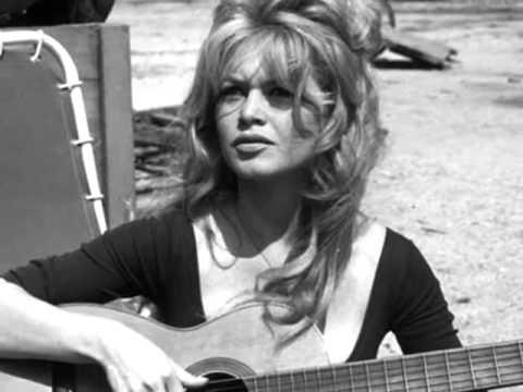 Brigitte Bardot :::: C'est Une Bossa Nova.