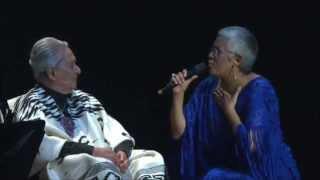 """Eugenia León le canta a Chavela Vargas """"La Llorona""""."""